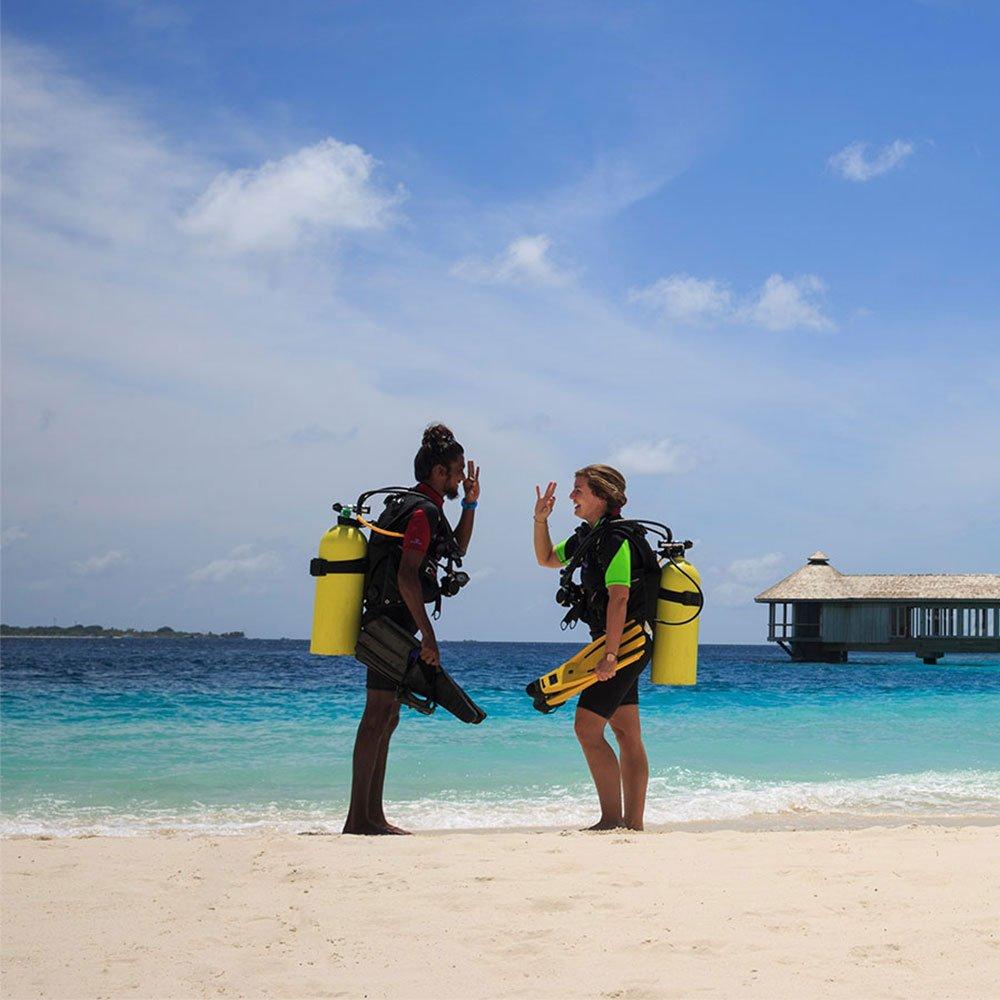 Discover Scuba Diving Hurawalhi Maldives